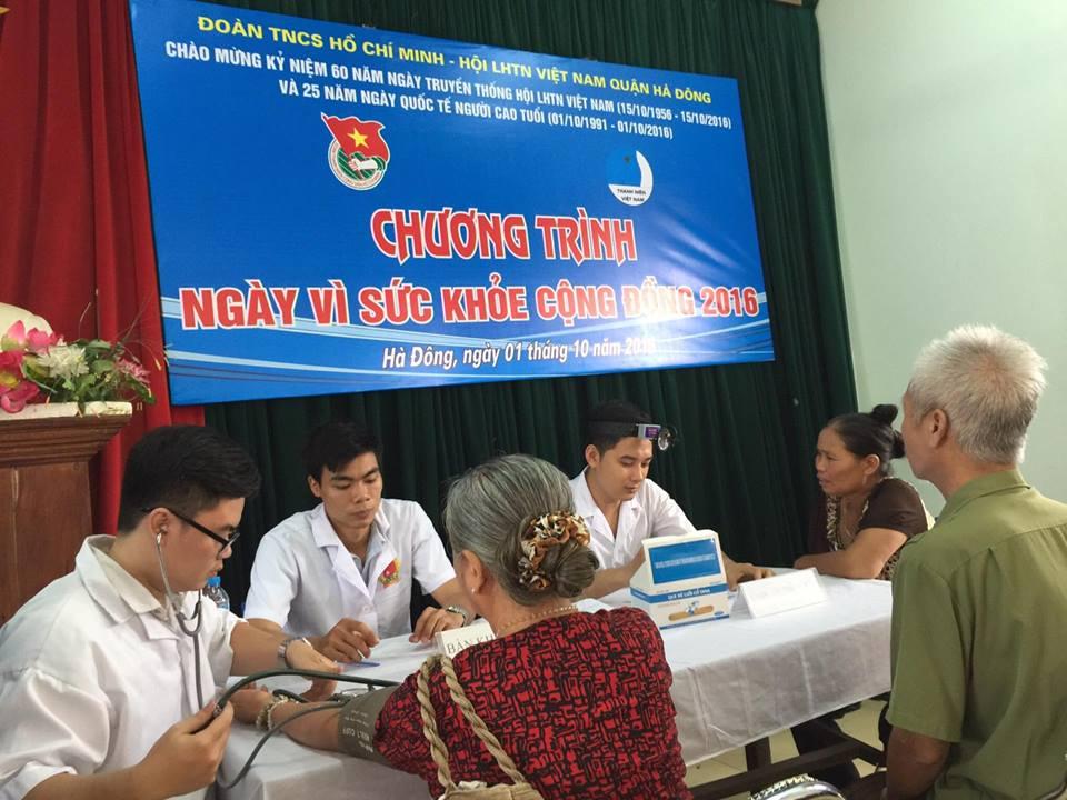 450 hội viên Hội Cựu TNXP, Hội Nạn nhân chất độc Dacam quận Hà Đông được khám bệnh, cấp thuốc miễn phí