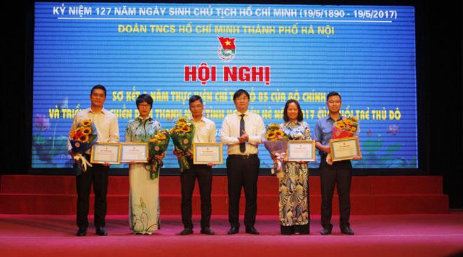 Quận đoàn Hà Đông được Thành đoàn Hà Nội khen thưởng tập thể, cá nhân có thành tích xuất sắc trong thực hiện Chỉ thị 05